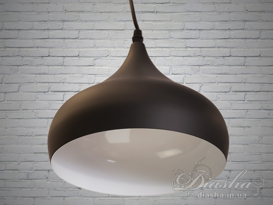 Cветильник в стиле лофт отлично подходит для освещения столиков кафе, барных стойки, рабочей поверхности в кухне-студии и тд.Применение светильника-подвеса1022/1-250mm в стиле «лофт» весьма разнообразно. Этот светильник отлично подходит для подсветки рабочей поверхности. Минимализм этой люстры подчеркнет вашу индивидуальность и чувство стиля.Стиль «Лофт» сейчас очень популярен, его любят как творческие личности, так и весьма практичные люди, предпочитающие комфорт и простоту в интерьере. Люстры в стиле «лофт» идеально впишутся в современные дома, квартиры, кафе, арт-пространства, коворкинги, квеструмы. За счет регулировки шнура можно подобрать оптимальную высоту светильника.Идеально сочетается с лампой Эдиссона.Лампа в комплект не входит.