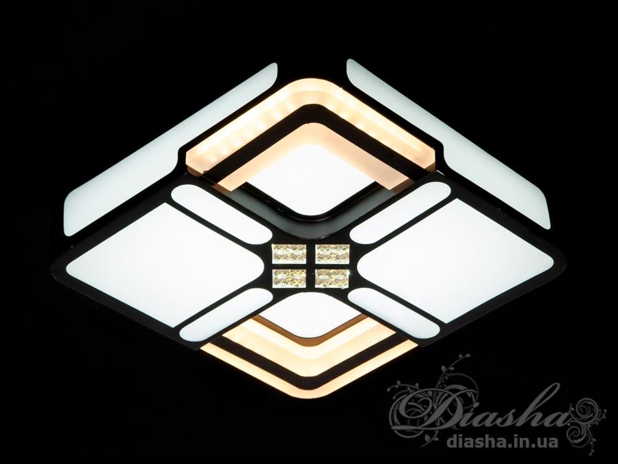 Представляем вам новую серию универсальных светодиодных светильников. Их можно использовать в качестве настенных светильников, накладных точечных светильников и потолочных люстр.Точечные светильники просты и легки в установке, поэтому их монтаж не займет много времени и труда. Они запросто могут изменить пространство помещения. Если точечные светильники установить по периметру потолка, то он будет казаться выше, а сама комната – намного больше.Рассеиватель выполненный из литого акрила равномерно распределяет свет по помещению. При этом сам светится очень мягко. Вы можете смотреть на включенную люстру и не бояться словить