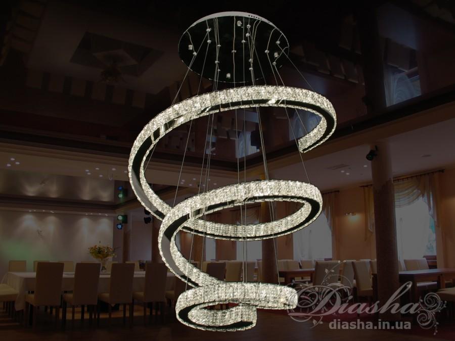 Если Вы хотите украсить Ваше жилье светильниками, выполненными в одном стиле, то в этом Вам поможет предлагаемое ТМ «Диаша» разнообразие размеров и форм светодиодных люстр. Представляемые Вам люстры являются флагманом на рынке люстр украины. Данная модель укомплектована светодиодными лампами мощностью 130Вт. Что позволяет осветить комнату 15-20 метров даже без установки дополнительных врезных светильников. В комплекте с люстрой идёт самый современный тип пульта с электронным диммером и регулятором цвета. С пульта можно включить один из предустановленных режимов освещения - тёплый свет, холодный свет, нейтральный; включить режим