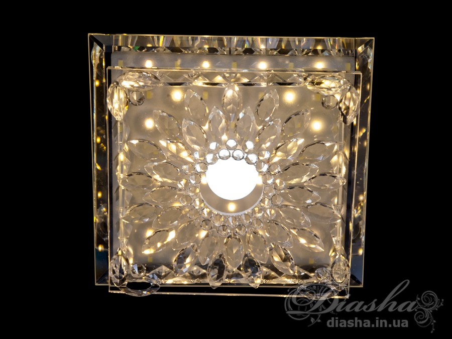 Светильник оснащен встроенным LED модулем 15W. С возможностью выбора цвета свечения. Светодиодный свет преломляется в сотнях граней точечного светильника и равномерно распределяется по помещению.Светильник экономичен, красив, современен и изготовлен из качественного хрусталя, что обеспечивает ему хорошее преломление света и образование четких ярких бликов.Светильники этой модели могут быть установлены в отверстие 100мм, или как накладные светильники. Весь необходимый крепеж в комплекте. Точечные светильники просты и легки в установке, поэтому их монтаж не займет много времени и труда. Они запросто могут изменить пространство помещения. Если точечные светильники установить по периметру потолка, то он будет казаться выше, а сама комната – намного больше.Примите это как руководство к действию. И тогда эти хрустальные точечные светильники будутспособны обеспечить Вам комфорт именно на том уровне, которого Вы так долго ждали!