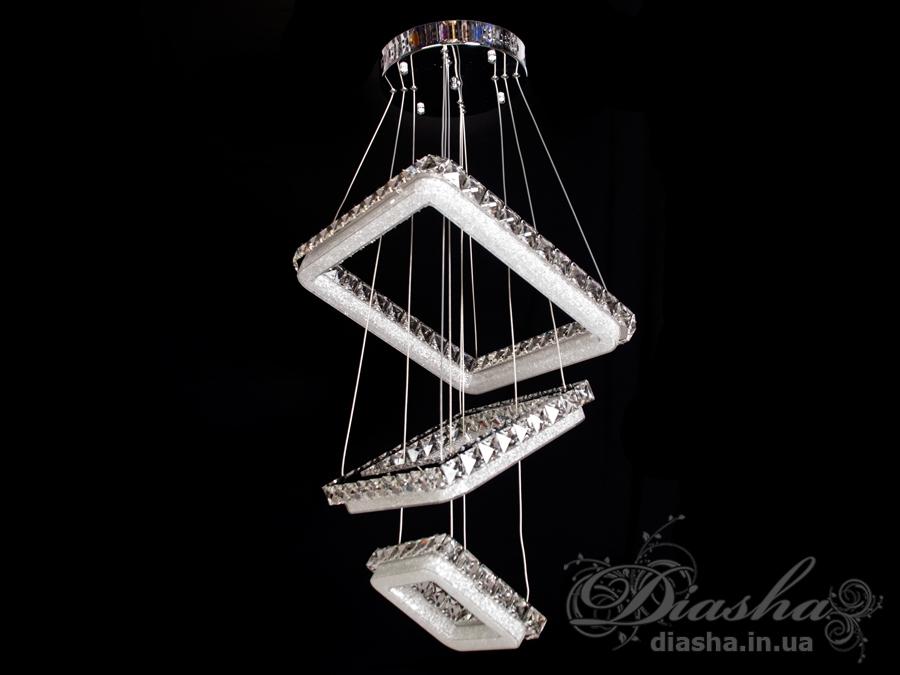 Если Вы хотите украсить Ваше жилье светильниками, выполненными в одном стиле, то в этом Вам поможет предлагаемое ТМ «Диаша» разнообразие размеров и форм светодиодных люстр. Представляемые Вам люстры являются флагманом на рынке люстр украины. Данная модель укомплектована светодиодными лампами мощностью 225Вт. Что позволяет осветить комнату 18-25 метров даже без установки дополнительных врезных светильников.