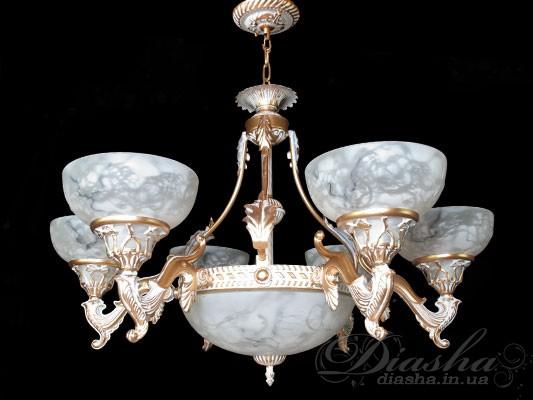 Золото и мрамор – вот какое первое впечатление производит эта великолепная люстра в античном стиле. Дизайн
