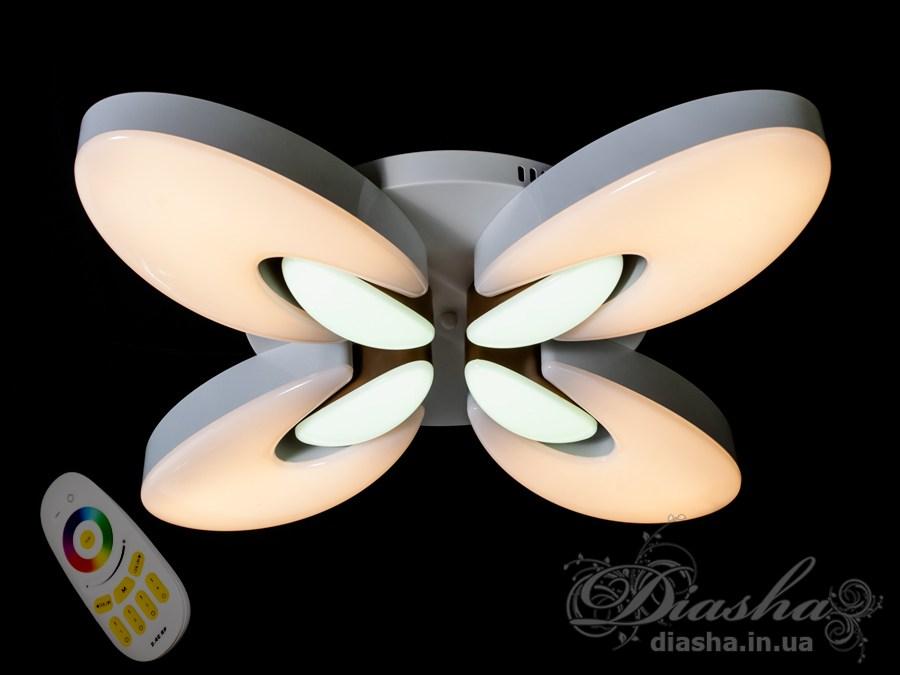Изящные накладные светодиодные светильники предназначены для создания яркого светодиодного освещения с регулируемой цветовой температурой от тёплого белого до холодного белого. И при этом являться украшением интерьера, а не просто утилитарным светильником как обычная светодиодная панель.Переключение спектров свечения светодиодной панели осуществляется простым выключением-включением. Также люстра укомплектована пультом-диммером. При помощи сенсорного пульта можно отрегулировать как цветовую температуру и яркость основного света, так и режим и оттенок цветной подсветки.В дополнение к стандартным режимам светодиодной люстры, добавлен режим цветной подсветки. Люстра способна наполнить комнату приятным цветным переливом - за 2 минуты в режиме подсветки люстра проходит все цвета радуги. Светодиодные люстры этой серии стали идеальным светильником в детскую. Отсутсвие стеклянных частей и припотолочная компоновка люстры позволяет пережить ей любое детское веселье, а приятный многоцветный свет можно смело оставлять как ночник.Светодиодный светильник позволяет выбирать режим освещения от времени суток и выполняемых под его светом задач.Рекомендуется подключение на двойной выключатель.