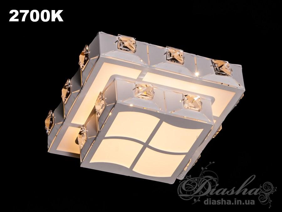 Светильник оснащен встроенным LED модулем 15W. С возможностью выбора цвета свечения. Светодиодный свет преломляется в сотнях граней точечного светильника и равномерно распределяется по помещению.Светильник экономичен, красив, современен и изготовлен из качественного хрусталя, что обеспечивает ему хорошее преломление света и образование четких ярких бликов.Светильники этой модели могут быть установлены в отверстие 100мм, или как накладные светильники. Весь необходимый крепеж в комплекте. Точечные светильники просты и легки в установке, поэтому их монтаж не займет много времени и труда. Они запросто могут изменить пространство помещения. Если точечные светильники установить по периметру потолка, то он будет казаться выше, а сама комната – намного больше.Примите это как руководство к действию. И тогда эти хрустальные точечные светильники будутспособны обеспечить Вам комфорт именно на том уровне, которого Вы так долго ждали!Лампа в комплект не входит.7785-190