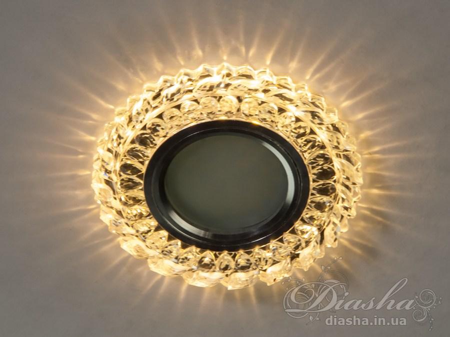Обычно точечные светильники предназначаются для подвесных потолков и для подсветки различных нишили рабочей поверхности. Конструктивно точечный светильник состоит из двух частей: видимой - декоративной и встроенной – функциональной. Функциональная часть светильников состоит из каркаса, куда вставляется источник света и крепится декоративная часть, а также зажимов, которые предназначены для крепления светильника к потолку. Разнообразие декоративной части точечных светильников из акриловой смолы позволяет сделать Ваш интерьер неповторимым. Главные качества современных точечных светильников – это равномерное освещение всего помещения с возможностью акцентирования необходимых деталей интерьера. Точечные светильники произведенные из оптической смолы лучшее решение для натяжных потолков. Лёгкий корпус из акриловой смолы с оптическими характеристиками близкими к хрусталю. Стойкий к механическим повреждениям. Большой выбор моделей и цветов светильников. В светильник встроена подсветка мощностью 3Вт (цветовая температура 3200K - тёплый белый). Лампа MR-16 и трансформатор в комплект не входят.