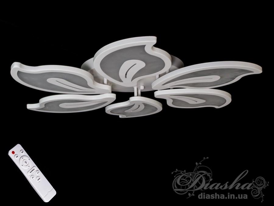 Перед Вами совсем новое и необычное исполнение плафонов, обрамляющих LED лампы. Такая люстра запросто подойдет под любой интерьер – классический, современный и даже в стиле «хай-тек».Три цвета свечения люстры и синяя светодиодная подсветка позволяют в любое время суток подобрать комфортное освещение.В комплекте с люстрой идёт самый современный тип пульта с электронным диммером и регулятором цвета. С пульта можно включить один из предустановленных режимов освещения - тёплый свет, холодный свет, нейтральный; включить режим