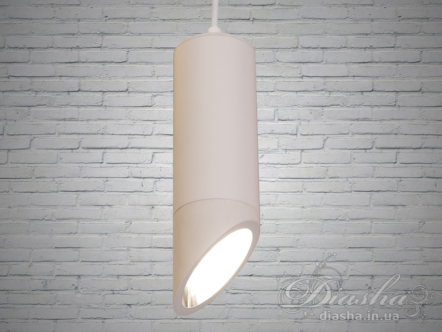 Новинка! Современнын светильники тубы для точечной подсветки рабочей поверхности. Такие подвесы отлично подойдут для освещения барной стойки, обеденного стола, зонирования помещений и акцентной подсветки. В отличии от классических потолочных точечных светильников светильник-подвес сможет осветить необходимую зону без попадания прямого света в глаза. С помощью подвесов вы сможете акцентировано подсветить любую поверхность. Будь то столик в кафе, или рабочая зона на кухне, барная стойка или рабочий стол - яркий луч света, не ослепляя, ляжет на поверхность. При этом вы не будете ловить зайчики от прямого взгляда на лампу. Кстати, о лампах - в наших светильниках, в отличие от светильников подвесов других производителей, используется лампа стандарта MR-16. Благодаря этому: вы легко сможете определиться с яркостью и цветовой температурой света от наших светильников подвесов. отпадает проблема выбора этих параметров на этапе покупки светильника. легко подобрать лампы разной мощности для создания равномерного освещения. А через несколько лет нет мук поиска точно такого же светильника взамен сгоревшего.Лампа MR-16, используемая в этом светильнике-подвесе, сегодня является одним из самых распространенных вариантов исполнения светодиодных ламп. И, бесспорно, самым удобным. Кроме подвесных светильников такие светодиодные лампы используются во врезных и накладных точечных светильниках, люстрах
