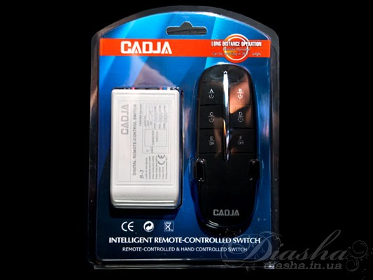 Кол-во цепей нагрузки: 3 Таймер: да Максимальная мощность нагрузки: 3х1000 Вт. Размер контроллера: 80Х44Х24мм. Пульт дистанционного управления (ПДУ) позволяет включать и выключать свет, а также выбирать необходимое количество включенных ламп из любой точки комнаты, и даже не находясь в ней. После установки такого пульта к вашей люстре вам больше нет необходимости выключать свет а потом в темноте пробираться от выключателя к кровати, вы можете удивить ваших гостей погасив или включив освещении не вставая с кресла. Начался захватывающий фильм, вам хочется приглушить свет и лень вставать – нет проблем - всего одно нажатие клавиши на пульте и освещение подчинится Вам. Также неоспоримым преимуществом пульта является отсутствие необходимости прокладывать проводку к выключателю. Например, если вы решили установить люстру с двумя-тремя и более режимами, а существующая проводка рассчитана всего лишь на одинарный выключатель. И для подключения не обойтись исключительно заменой выключателя, ведь надо и поменять провода от выключателя к люстре. А это в свою очередь ведет к штроблению стен, порче обоев, огромным временным и материальным затратам. При использовании пультового управления все, что придется сделать при установке – подключить блок управления к люстре (устанавливается непосредственно в корпус люстры) и закрепить на стене подставку для пульта. Пульт рассчитан на подключение люстры общей мощностью до 3000Вт, может быть подключен как к галогеновым люстрам, так и к классическим с лампами накаливания или экономками. Размер блока управления настолько невелик, что позволяет устанавливать его практически на любую люстру. Даже при отсутствии у люстры потолочной коробки блок можно закрепить на раме люстры.