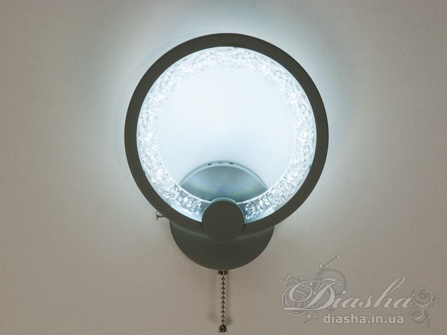 Перед Вами самый гармоничный вариант светодиодных светильников! Больше нет нужды задумываться о том, будет ли сочитаться матовый акриловый рассеватель с вашим интерьером. Новые плафоны выполнены из прозрачного акрила с декоративными пузырьками. Через прозрачные акриловые плафоны просвечивает рисунок обоев или декоративной штукатурки, при включеннии бра отбрасывает на стену уникальный ореол из бликов и теней.Перед Вами совсем новое и необычное исполнение плафонов, обрамляющих LED лампы. Такое бра запросто подойдет под любой интерьер – классический, современный и даже в стиле «хай-тек».Каждое включение выключение поочередно переводит светильник по следующим режимам: холодный свет, тёплый свет, нейтральный свет.Относится к сериям QX и QB