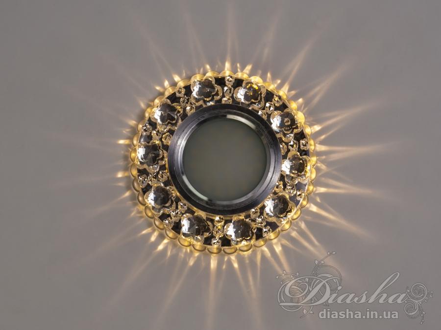 Обычно точечные светильники предназначаются для подвесных потолков и для подсветки различных нишили рабочей поверхности. Конструктивно точечный светильник состоит из двух частей: видимой - декоративной и встроенной – функциональной. Функциональная часть светильников состоит из каркаса, куда вставляется источник света и крепится декоративная часть, а также зажимов, которые предназначены для крепления светильника к потолку. Разнообразие декоративной части точечных светильниковпозволяет сделать Ваш интерьер неповторимым. Главные качества современных точечных светильников – это равномерное освещение всего помещения с возможностью акцентирования необходимых деталей интерьера. Точечные светильники произведенные из оптической смолы лучшее решение для натяжных потолков. Лёгкий корпус с оптическими характеристиками близкими к хрусталю. Стойкий к механическим повреждениям. Большой выбор моделей и цветов светильников. В светильник встроена подсветка мощностью 3Вт (цветовая температура 3200K - тёплый белый). Для оптовых покупателей отпускается только ящиками по 50шт. Лампа MR-16 и трансформатор в комплект не входят.  R-7125WH+LED