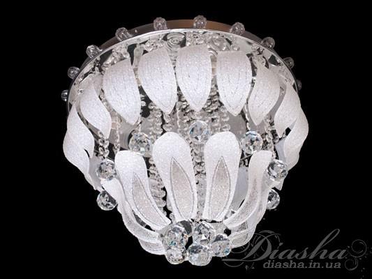 Эта обворожительная люстра состоит их двух ярусов, украшенных множеством хрустальных подвесок. Она оснащена пультовым управлением, порежимным включением, светодиодной подсветкой. Важным её достоинством является то, что в отличие от галогеновых люстр, в новых потолочных люстрах можно использовать различные типы ламп по Вашему усмотрению. Это и лампы накаливания, компактные люминесцентные лампы