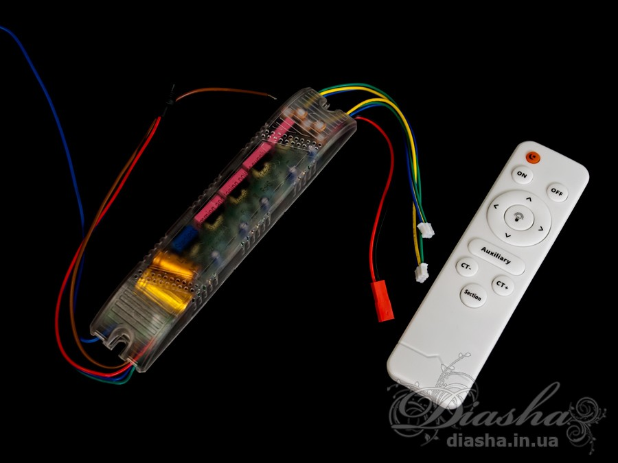 Универсальный комплект для переоборудования светодиодных люстр.Блок приёмника пульта устанавливается на место родного блока питания светодиодной люстры.Данный комплект может быть использован на люстрах с рабочим током светодиодных модулей от 240мА до 300 мА.Диммер имеет 4 выходных канала для подключения к стандартной светодиодной люстре, схема подключения