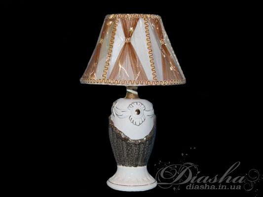 Название этой настольной лампы говорит само за себя! Она действительно элегатна и прекрасна, и способна подарить Вам незабываемые ощущения домашнего уюта и тепла. При свете такой лампы приятно посидеть в уютном кресле с книгой или журналом. Такую декоративную настольную лампу можно легко взять и перенести с места на место (например, в спальне - с тумбочки на трюмо). А как интересен не только её дизайн, но и выбор расцветки! Посудите сами – голубая, сиреневая, коричневая…Ещё одной важной деталью этой настольной лампы является регулятор яркости, который позволяет самостоятельно управлять процессом освещения и значительно удлиняет срок службы, т.к. она может работать в энергосберегающем режиме, что позволяет сэкономить на оплате электроэнергии. Именно благодаряплавной регулировке света, эту настольную лампуможно использовать в качестве ночника.Оптовым покупателям отгружается только коробками по 3 шт.